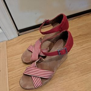 Tom's Red striped wedges